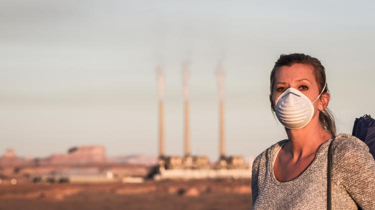 woman wearing mask against air pollution